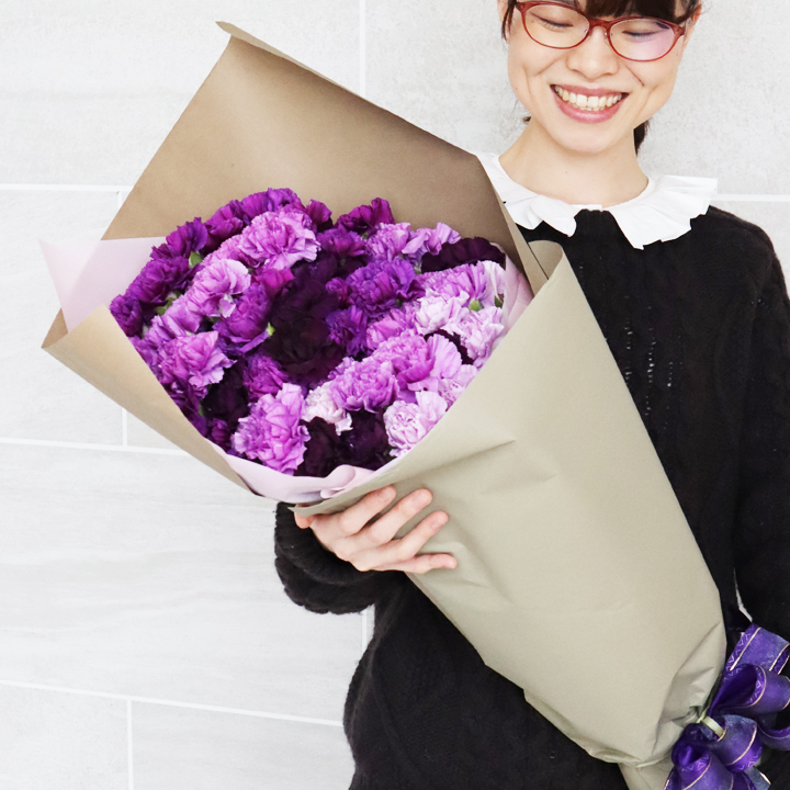 ムーンダストカーネーションの花束 花の内容