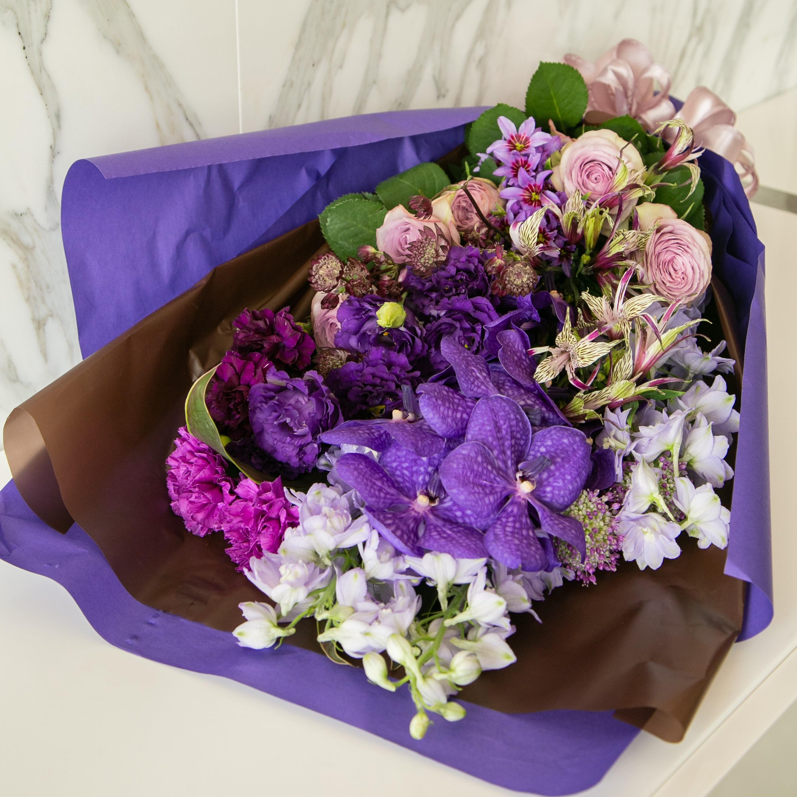 リューココリーネと蘭の花束