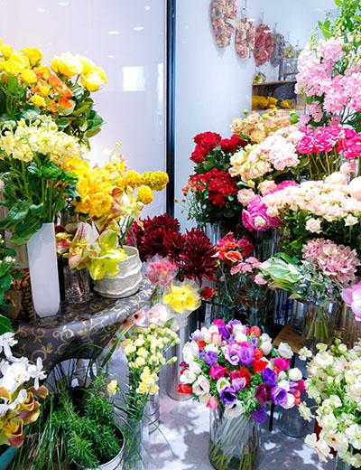 幹事さんの予算に合わせて100円単位でオーダーできる店長おまかせ季節の花束