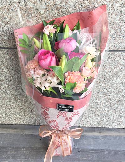 ピンク系の季節の花束を予算に合わせて制作